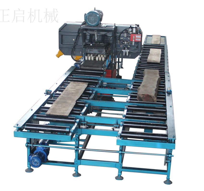 产品名称:全自动木工带锯机 详细参数: 产品型号:全自动木工带锯机 最大加工尺寸(高×厚):250×200mm 生产木板厚度:2~150mm 输送带厚度:235mm 锯轮直径:711mm 进料速度:0~20m/min 锯切轮电机功率:11kw 锯轮电机:11kw 液压压力:75-80kg/cm 吸尘管直径:16×2 锯条尺寸(长×宽×厚):5400×40×1.